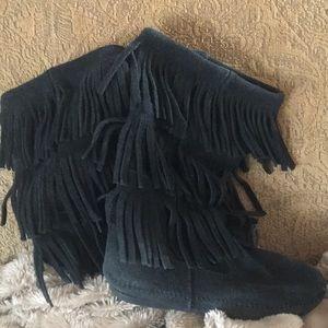 Minnetonka moccasins black size 7